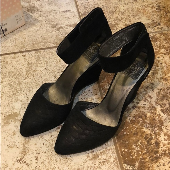 f5118e1d7ec Jeffrey Campbell Shoes - Vintage Jeffrey Campbell Ankle Strap Wedges - NWT